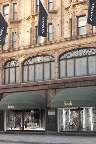 L_exp__rience_chanel_chez_harrods_9891_north_320x480